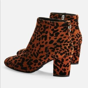 TOPSHOP- heeled leopard print ankle boots